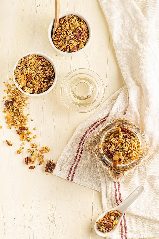 Food blogger, Bella Bucchiotti of xoxoBella, shares a recipe for vegan gluten free granola. This is the best gluten free granola recipe!