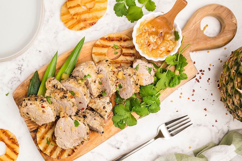 Food blogger, Bella Bucchiotti of xoxoBella, shares a recipe for Hawaiian pork tenderloin. You will love this Hawaiian inspired recipe for the Instant Pot.