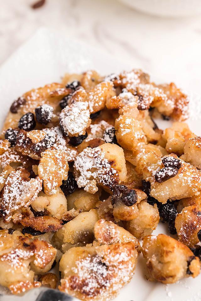 Food blogger, Bella Bucchiotti of xoxoBella, shares a recipe for gluten free vegan Kaiserschmarrn. You will love these dessert scrambled pancakes.
