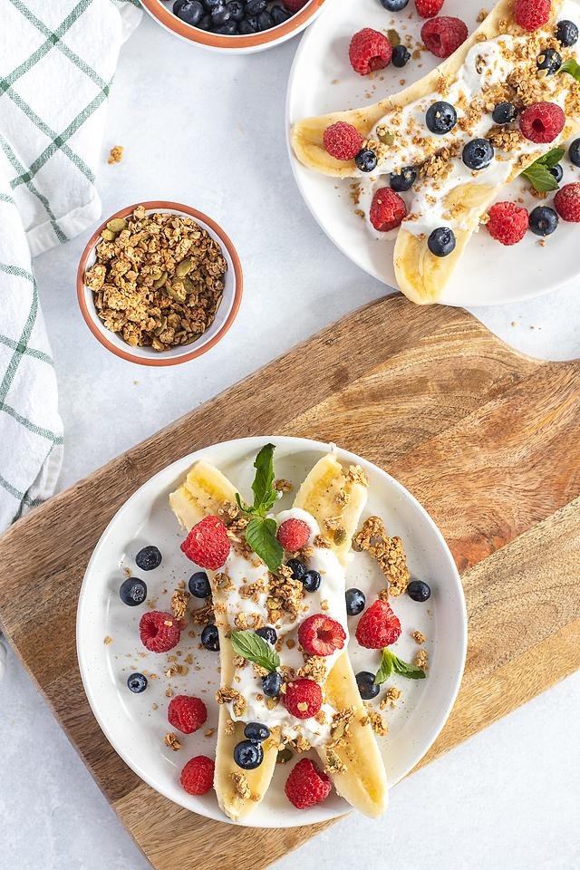 Food blogger, Bella Bucchiotti of xoxoBella, shares a recipe for a breakfast banana split with berries. You will love this easy no cook breakfast!