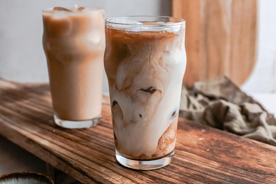 Food blogger, Bella Bucchiotti of xoxoBella, shares a Starbucks iced brown sugar oak milk shaken espresso recipe. You will love this copycat Starbucks iced drink.