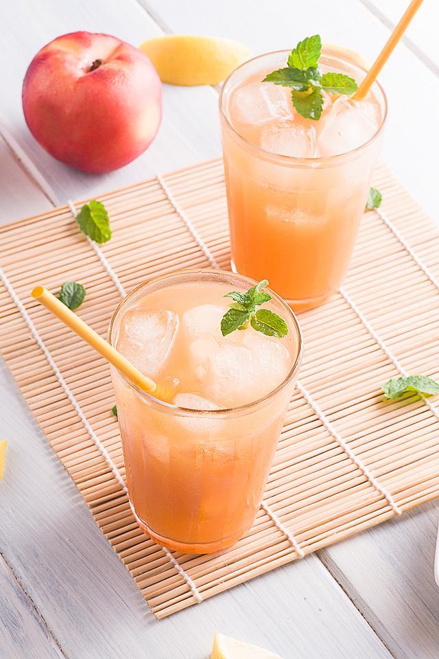 Food blogger, Bella Bucchiotti of xoxoBella, shares a Starbucks peach black tea lemonade. You will love this DIY Starbucks lemonade recipe.