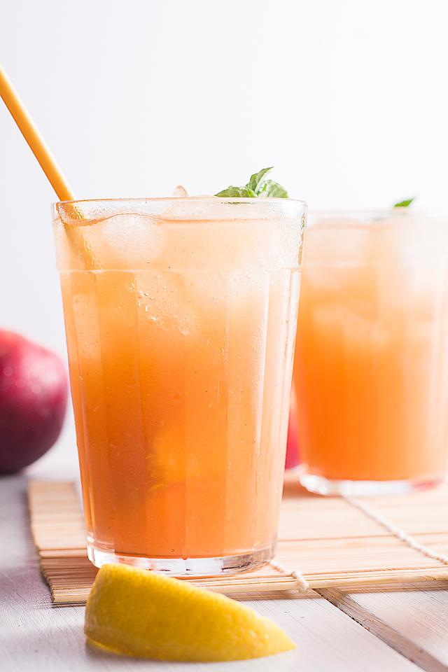 Food blogger, Bella Bucchiotti of xoxoBella, shares a Starbucks peach black tea lemonade. You will love this homemade Starbucks peach tea.