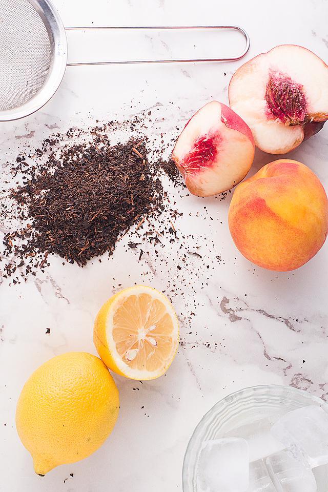 Food blogger, Bella Bucchiotti of xoxoBella, shares a Starbucks peach black tea lemonade recipe. You will love this iced peach tea!