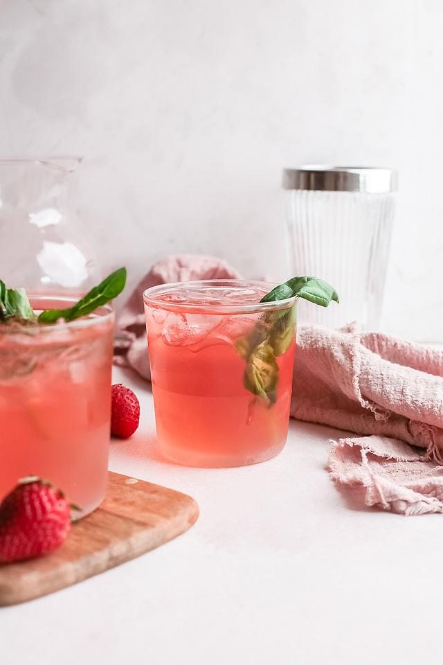 Food blogger, Bella Bucchiotti of xoxoBella, shares a strawberry gin rickey cocktail recipe. You will love this cocktail with gin!