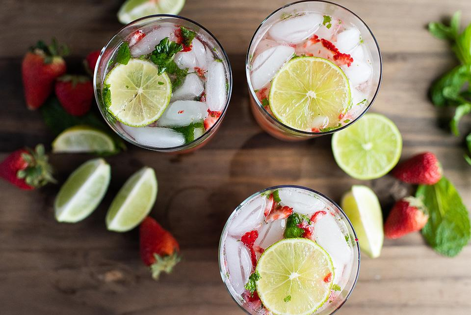 Food blogger, Bella Bucchiotti of xoxoBella, shares a strawberry mojito recipe. You will love this cocktail with white rum.