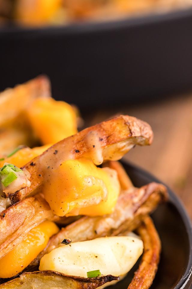 Food blogger, Bella Bucchiotti of xoxoBella, shares a Canadian poutine recipe. All the details for how to make poutine and the best poutine gravy recipe.
