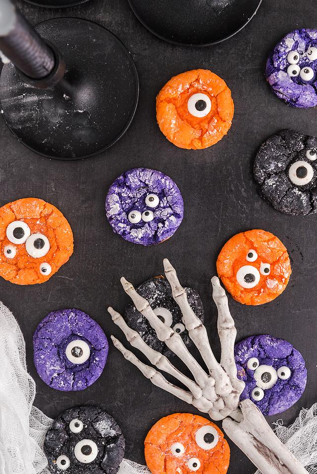 Food blogger, Bella Bucchiotti of xoxoBella, shares a recipe for Halloween monster eye crinkle cookies. Check out these spooky Halloween treats for easy Halloween cookie decorating ideas.