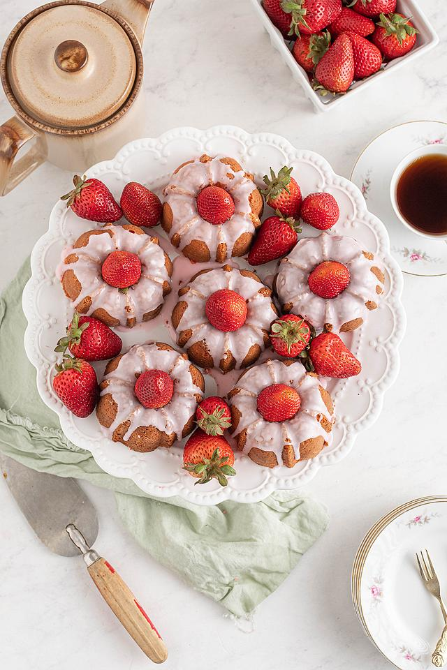 Food blogger, Bella Bucchiotti of xoxoBella, shares a recipe for mini strawberry bundt cakes. You will love to make this strawberry cake from scratch.
