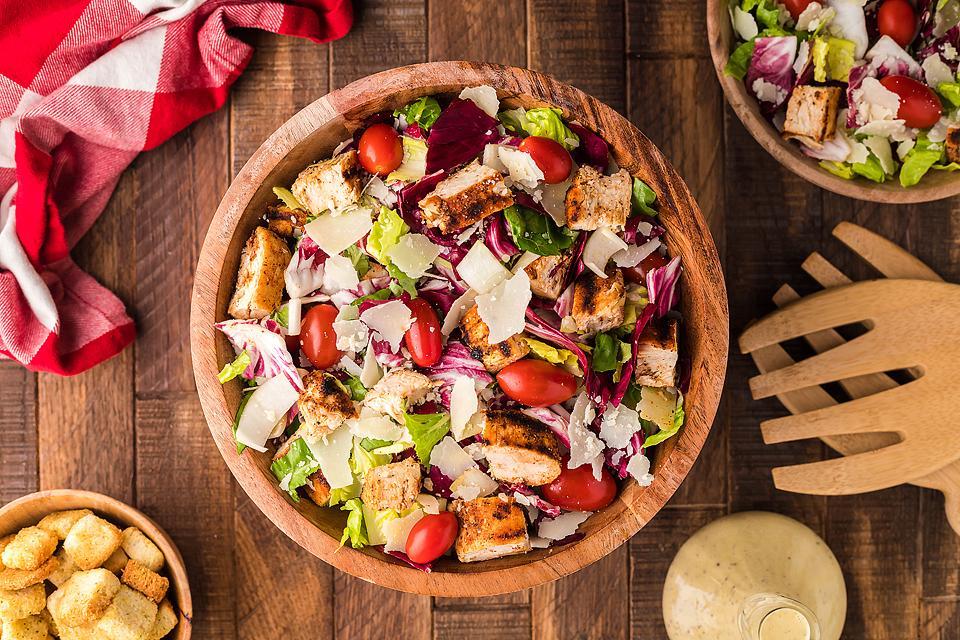 Food blogger, Bella Bucchiotti of xoxoBella, shares a radicchio endive chicken salad with creamy honey mustard dressing. You will love this simple radicchio salad!