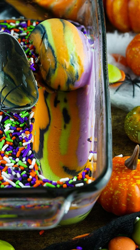 Food blogger, Bella Bucchiotti of xoxoBella, shares a colourful no churn Halloween ice cream recipe. You will love this dessert with Halloween colours.