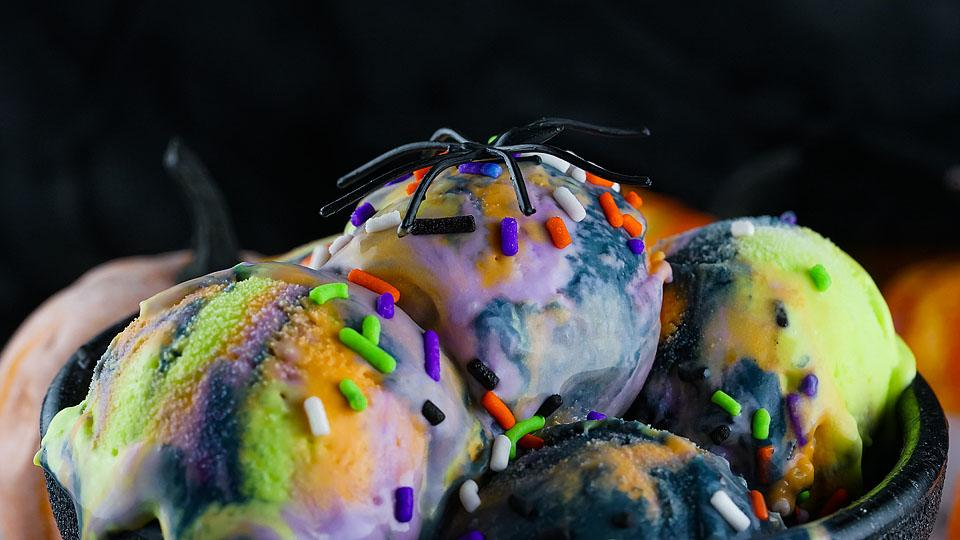 Food blogger, Bella Bucchiotti of xoxoBella, shares a colourful no churn Halloween ice cream recipe. You will love this spooky ice cream dessert with Halloween colours.