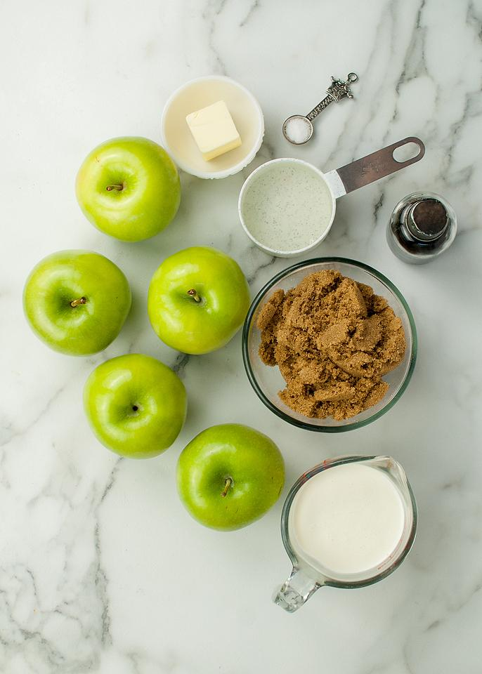 Food blogger, Bella Bucchiotti of xoxoBella, shares some easy DIY caramel apples that are a great autumn and Halloween treat. These are the best caramel apples!