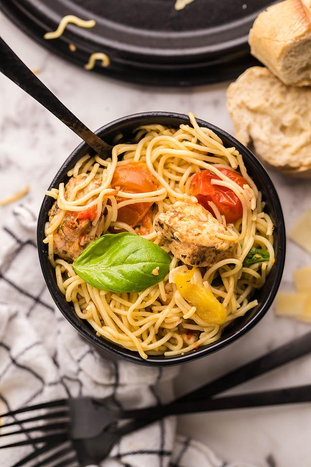 Food blogger, Bella Bucchiotti of xoxoBella, shares a recipe for sheet pan chicken caprese pasta. You will love this easy oven chicken caprese dinner.