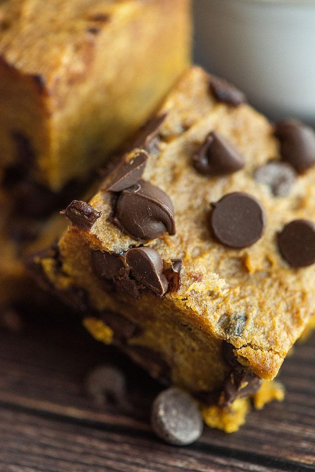 Food blogger, Bella Bucchiotti of xoxoBella, shares a recipe for pumpkin chocolate chip bars. You will love this pumpkin and chocolate chip recipe for autumn.
