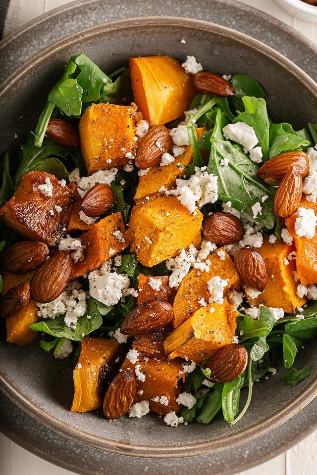 Food blogger, Bella Bucchiotti of xoxoBella, shares a roaster butternut or pumpkin feta arugula salad. You will love this roasted squash salad or rocket salad.