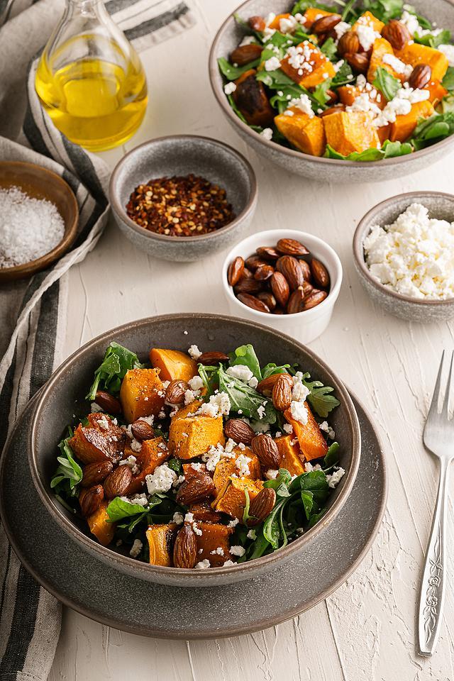 Food blogger, Bella Bucchiotti of xoxoBella, shares a roaster butternut or pumpkin feta arugula salad. You will love this fall salad recipe.