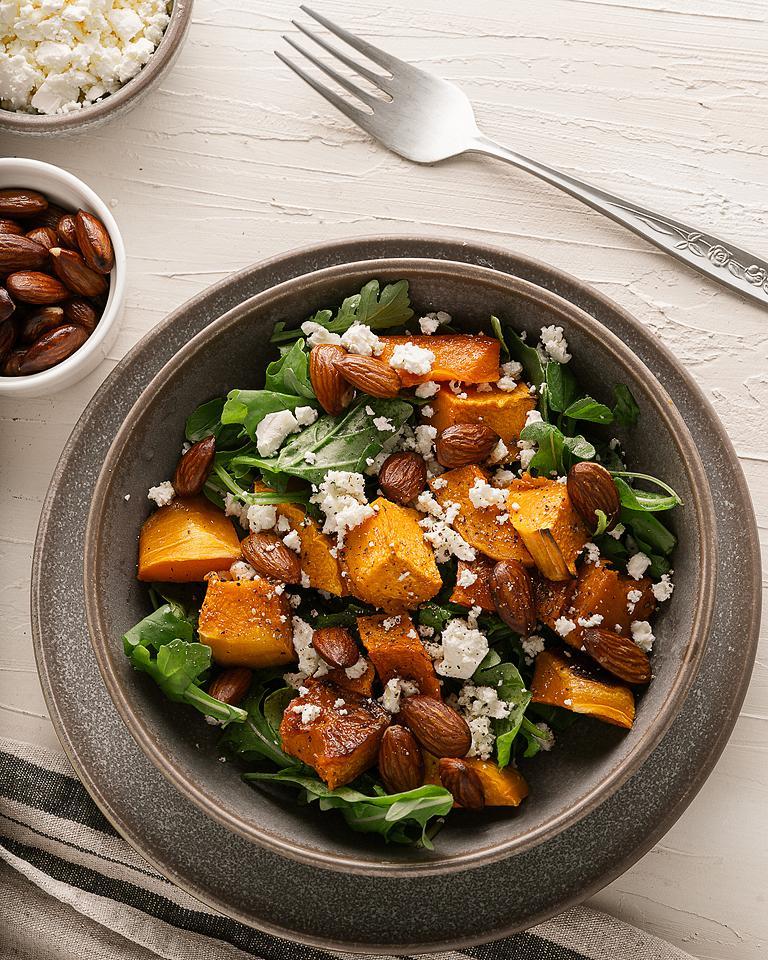 Food blogger, Bella Bucchiotti of xoxoBella, shares a roaster butternut or pumpkin feta arugula salad. You will love this pumpkin and feta salad or rocket salad.