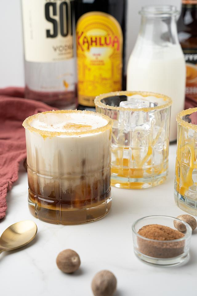 Food blogger, Bella Bucchiotti of xoxoBella, shares a salted butterscotch white Russian. A Kalua white Russian is the best autumn cocktail!
