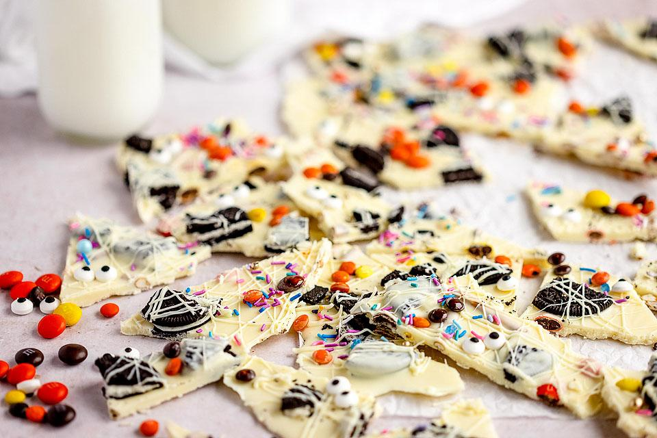 Food blogger, Bella Bucchiotti of xoxoBella, shares a recipe for Halloween white chocolate candy bark. You will love this Halloween bark recipe for kids parties.