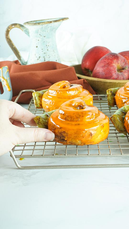 Food blogger, Bella Bucchiotti of xoxoBella, shares some easy pumpkin shaped cinnamon rolls which are a canned cinnamon roll hack. You will love these pumpkins made from Pillsbury Grand Cinnamon Rolls.