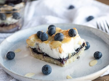 Food blogger, Bella Bucchiotti of xoxoBella, shares a recipe for blueberry pie meringue topped squares. You will love this recipe using blueberry pie filling.