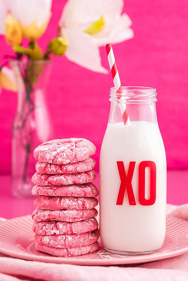 Food blogger, Bella Bucchiotti of xoxoBella, shares a recipe for easy Valentine's cookies with these Valentine crinkle cookies.