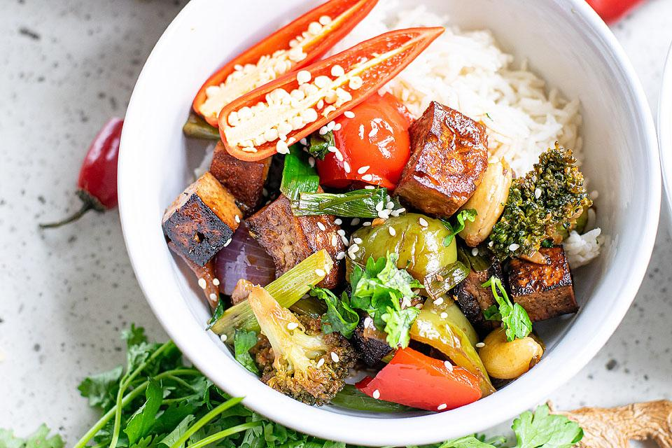 Food blogger, Bella Bucchiotti of xoxoBella, shares a recipe for Kung Pao with tofu. You will love this vegan dinner recipe.
