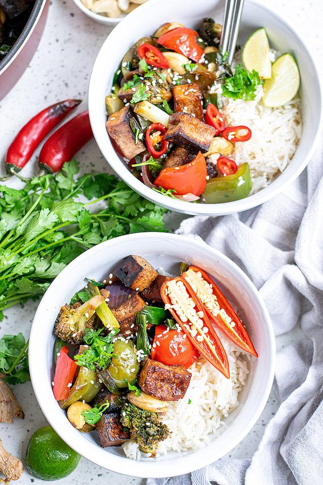 Food blogger, Bella Bucchiotti of xoxoBella, shares a recipe for Kung Pao with tofu. You will love this vegetarian Chinese inspired dinner.