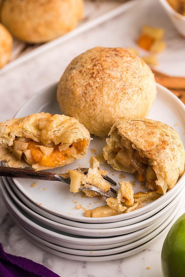 Food blogger, Bella Bucchiotti of xoxoBella, shares a recipe for air fryer apricot apple cinnamon dumplings. You will love this autumn air fryer dessert.