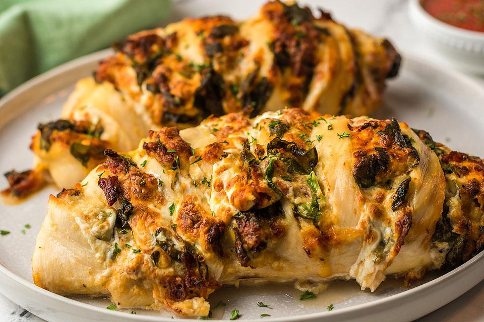 Food blogger, Bella Bucchiotti of xoxoBella, shares a recipe for cheesy bacon hasselback chicken. You will love making chicken breast in the air fryer.