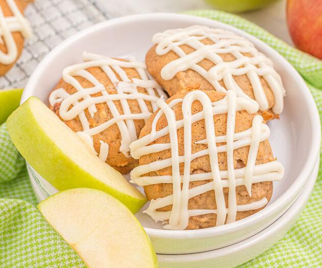 Food blogger, Bella Bucchiotti of xoxoBella, shares a recipe for apple pie muffin top cookies with vanilla maple glaze. You will love these soft apple cookies.