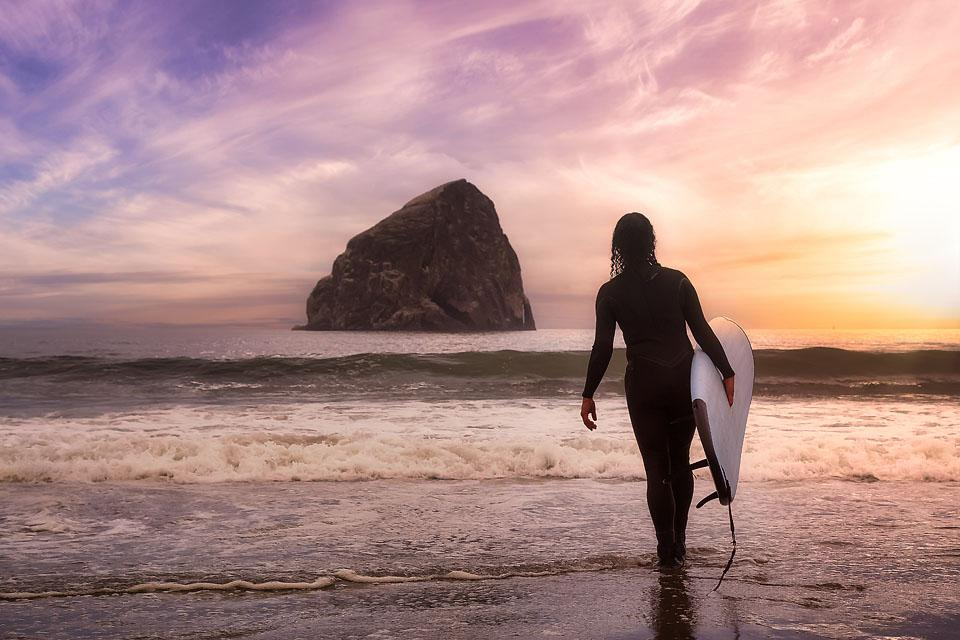 Travel blogger, Bella Bucchiotti of xoxoBella, shares a guide to Cape Kiwanda and Pacific City in Oregon. There are so many things to do in Cape Kiwanda for outdoor enthusiasts.