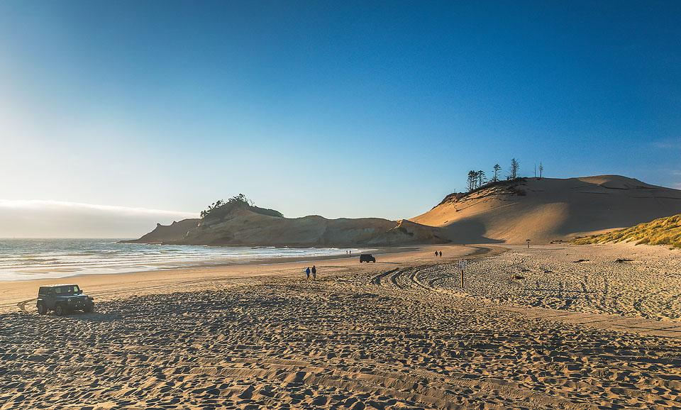 Travel blogger, Bella Bucchiotti of xoxoBella, shares a guide to Cape Kiwanda and Pacific City in Oregon. It is one of the best Oregon Coast beach adventures.