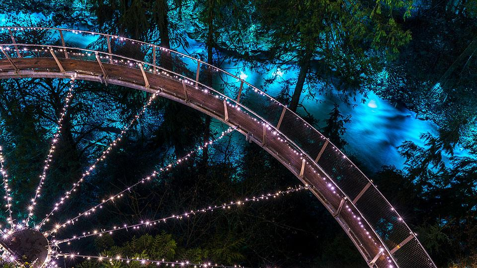 Travel blogger, Bella Bucchiotti of xoxoBella, shares about the Capilano Suspension Bridge in the winter. There are so many things to do at Capilano Suspension Bridge!