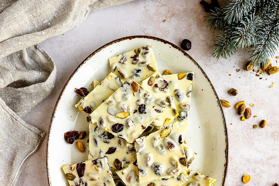 Food blogger, Bella Bucchiotti of xoxoBella, shares a recipe for cranberry and pistachio which chocolate bark. You will love this simple no bake holiday treat.