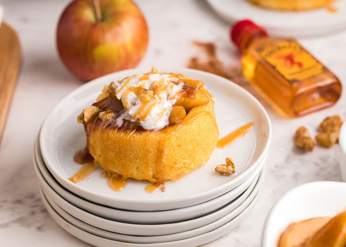 Food blogger, Bella Bucchiotti of xoxoBella, shares a recipe for Instant Pot Fireball apple shortcakes with premade sponge cake dessert cups. You will love this Autumn Instant Pot dessert.