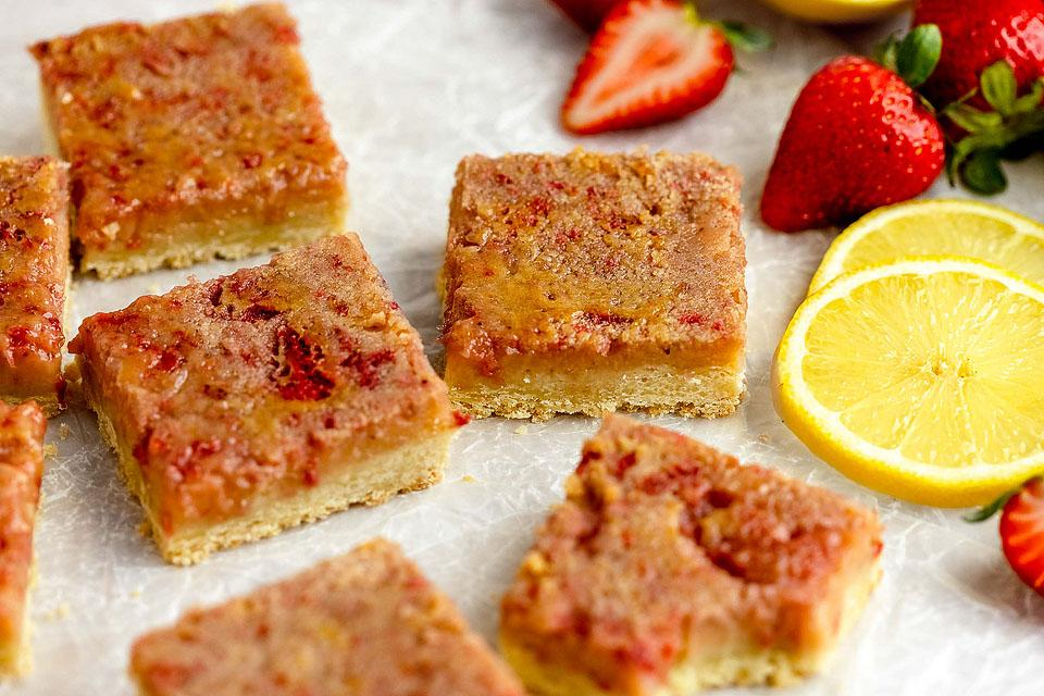 Food blogger, Bella Bucchiotti of xoxoBella, shares a recipe for strawberry lemonade bars. You will love these tasty pink lemonade squares.