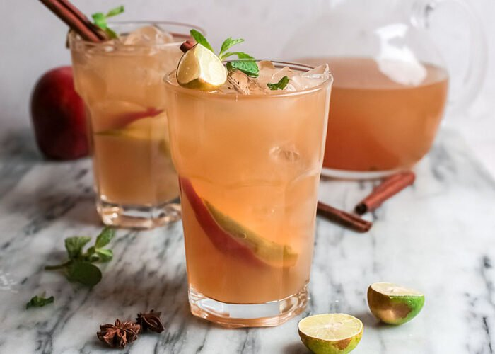Food blogger, Bella Bucchiotti of xoxoBella, shares a recipe for an apple cider mojito. You will love this autumn cocktail with cider and rum.