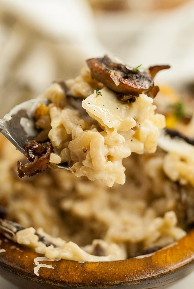 Food blogger, Bella Bucchiotti of xoxoBella, shares a side dish recipe for the best creamy mushroom risotto. It is a great fall side dish recipe for Thanksgiving or Christmas.