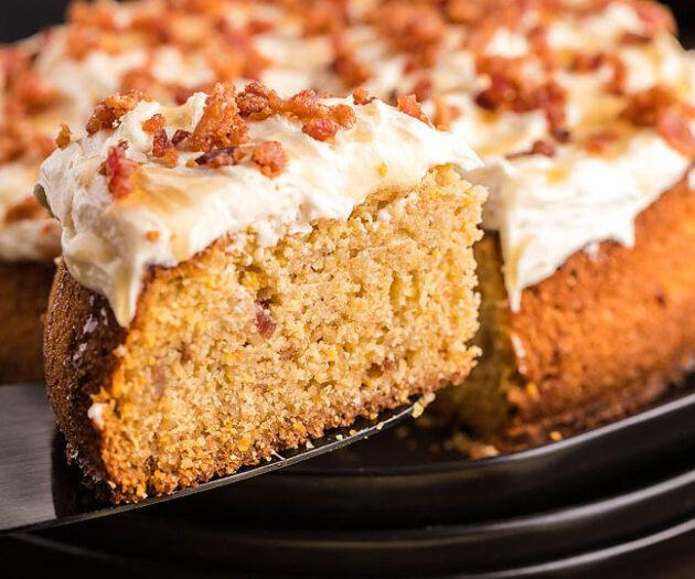 Food blogger, Bella Bucchiotti of xoxoBella, shares a recipe for air fryer cornbread cake with candied bacon and honey buttercream icing.