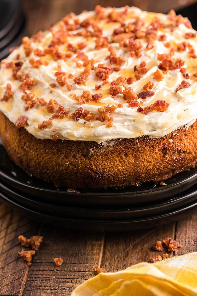 Food blogger, Bella Bucchiotti of xoxoBella, shares a recipe for air fryer cornbread cake. You will love this cornbread dessert or side dish with bacon.
