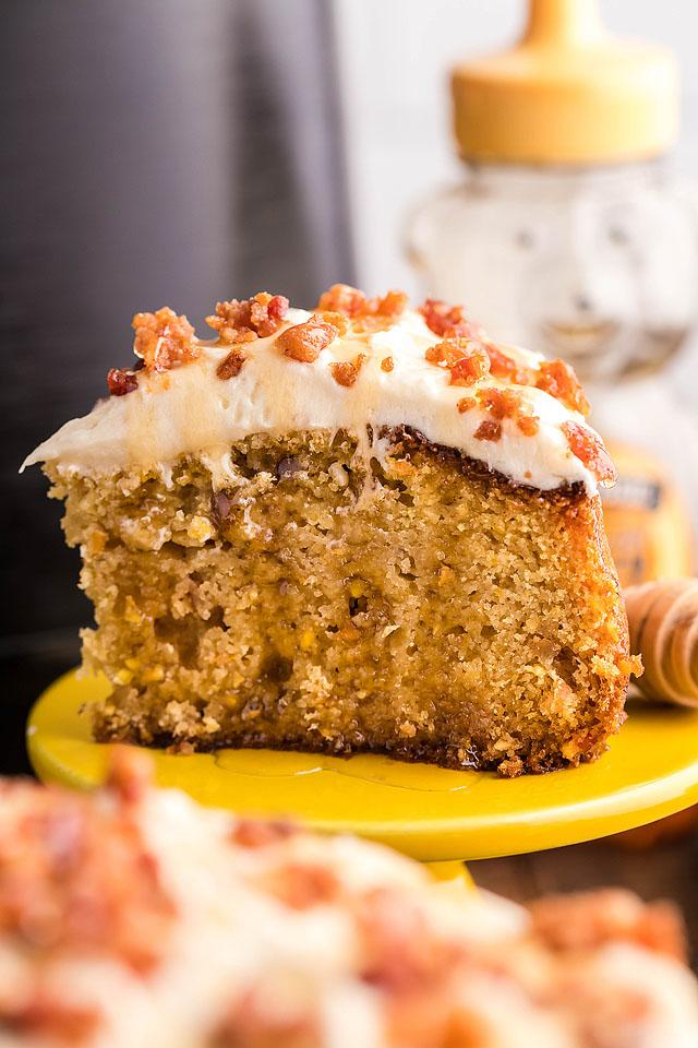Food blogger, Bella Bucchiotti of xoxoBella, shares a recipe for air fryer cornbread cake. You will love this sweet cornbread with icing and candied bacon.