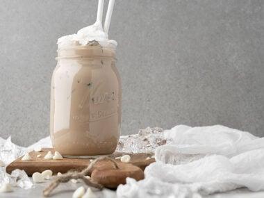 Food blogger, Bella Bucchiotti of xoxoBella, shares a DIY Starbucks iced white chocolate mocha copycat recipe. You will love this homemade iced mocha!