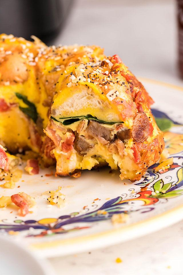 Food blogger, Bella Bucchiotti of xoxoBella, shares a recipe for loaded bagel breakfast bake casserole. You will love this everything bagel casserole for Easter or Christmas brunch.
