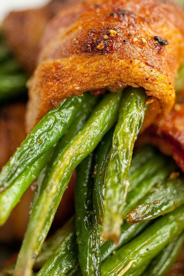 Food blogger, Bella Bucchiotti of xoxoBella, shares a side dish recipe for maple bacon wrapped green bean bundles. You will love these oven roasted green beans with bacon.