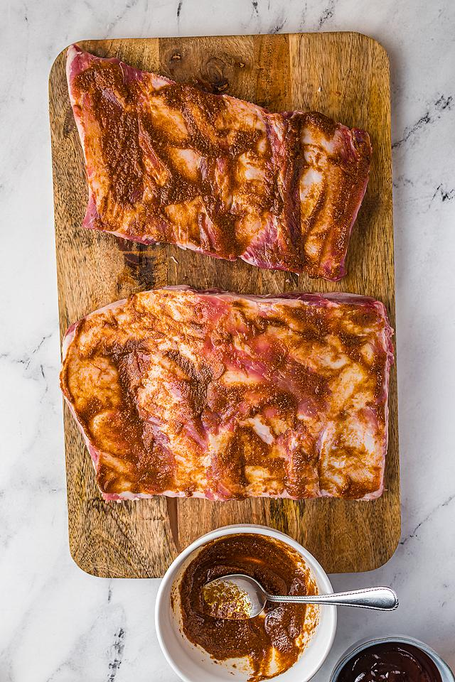 Food blogger, Bella Bucchiotti of xoxoBella, shares a quick dinner recipe for air fryer BBQ ribs. It is so easy to cook BBQ ribs in an air fryer.