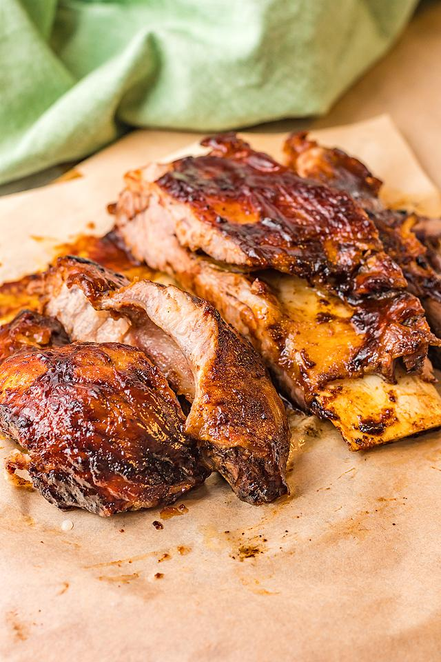 Food blogger, Bella Bucchiotti of xoxoBella, shares a quick dinner recipe for air fryer BBQ ribs with the best dry rib rub.