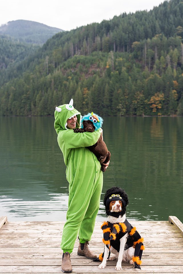 Lifestyle blogger, Bella Bucchiotti of xoxoBella shares puppy and owner Halloween costume ideas. These matching dog costumes are so cute and not so scary!